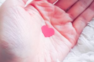 matchingapps-heart-in-hand-2