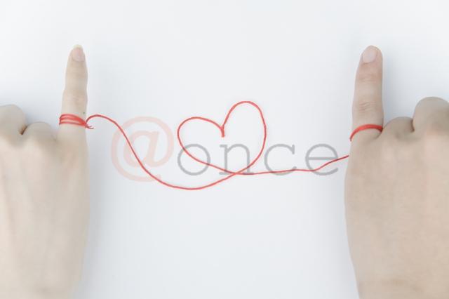@once 男女の小指に繋がった赤い糸